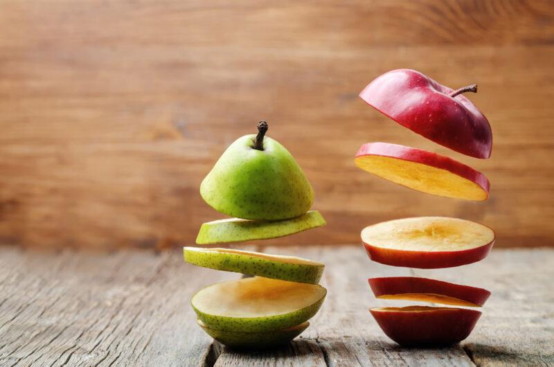 Der Vergleich von einem Apfel und einer Birne als Symbolbild für Benchmarking