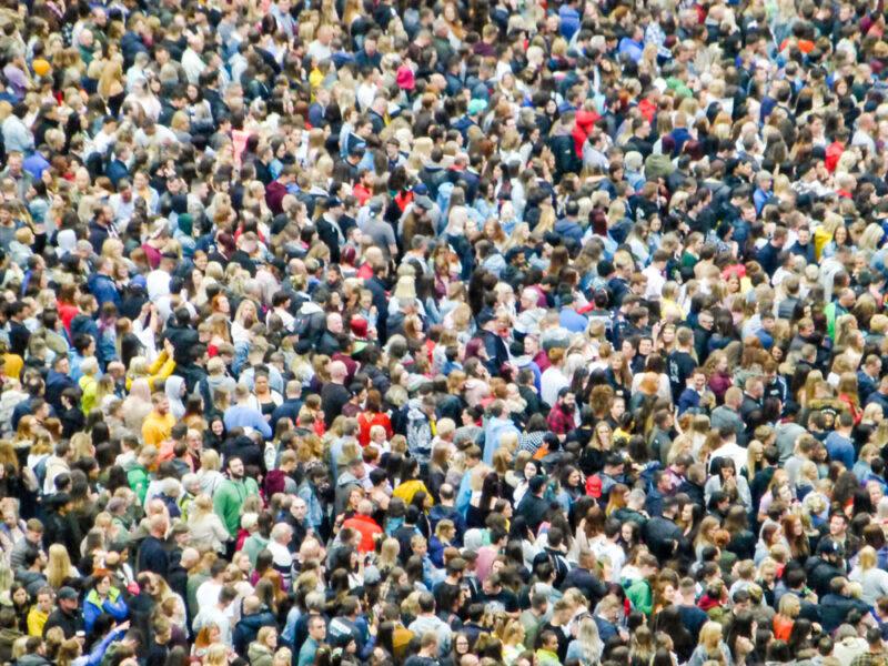 Riesige Menschenmasse als Symbolbild für Big Data