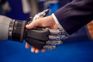 Algorithmen im Alltag: Mensch und Maschine geben sich die Hand