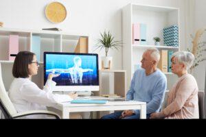 Seniorenpaar beim Arztbesuch