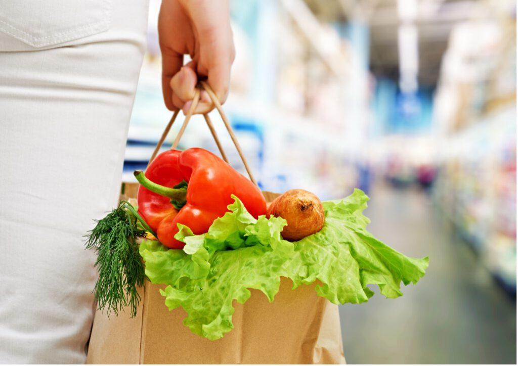 Einkaufstasche mit frischem Gemüse